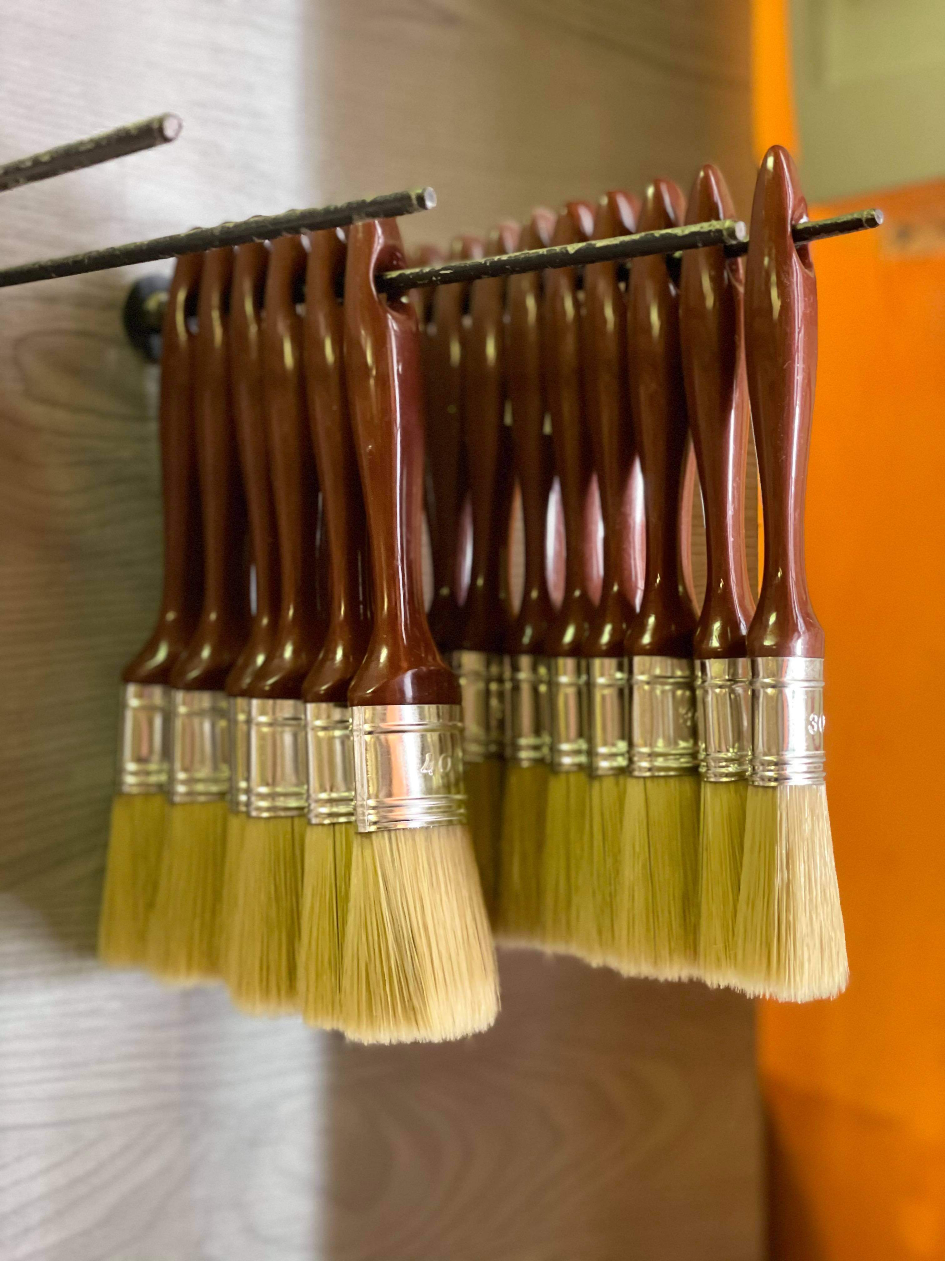 Festő ecset: minőségi eszközzel kifogástalan a felújítás végeredménye!